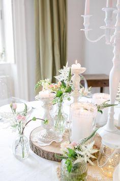 Im Frühling Tischdekoration für die Hochzeit zu finden ist ganz einfach. Jede Menge Ideen, wie ihr die Tischdeko umsetzen könnt gibt es in unserer Galerie