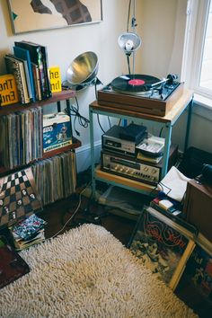 Definitely will have a bunch of records and a record player in my apartment Home Music, Music Music, Music Stuff, Music Corner, Vinyl Room, Vinyl Storage, Record Storage, Storage Room, Decor Inspiration