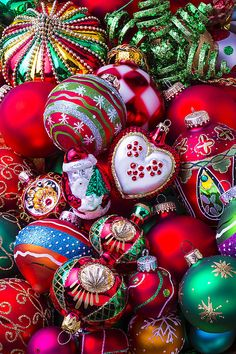 Memories of Christmas Jigsaw Puzzle, Christmas - Fun & Other: Vermont Christmas Company Christmas Jigsaw Puzzles, Christmas Puzzle, Christmas Collage, Noel Christmas, Vintage Christmas Ornaments, Retro Christmas, Christmas Cards, Xmas, Antique Christmas