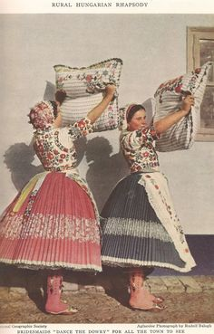 Hungarian Embroidery Patterns Dans le Lakehouse : Hungarian Embroidery 101 - History - A very brief history on the Hungarian embroidery with beautiful photos and stories. Chain Stitch Embroidery, Embroidery Patterns, Embroidery Online, Stitch Head, Hungarian Embroidery, Folk Dance, Folk Costume, Costume Dress, Embroidery Techniques