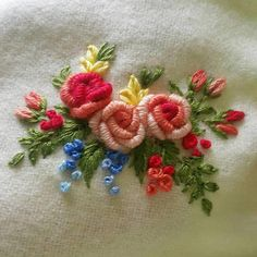 Wonderful Ribbon Embroidery Flowers by Hand Ideas. Enchanting Ribbon Embroidery Flowers by Hand Ideas. Floral Embroidery Patterns, Hand Embroidery Flowers, Hand Work Embroidery, Creative Embroidery, Learn Embroidery, Japanese Embroidery, Silk Ribbon Embroidery, Hand Embroidery Designs, Embroidery Kits
