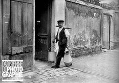 Porteur d'eau - Paris, Montmartre, vers 1910. (photo © Albert Harlingue / Roger-Viollet)