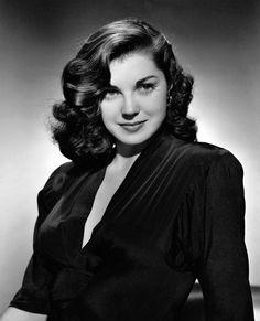 ladylikelady:  Esther Williams- c.1942
