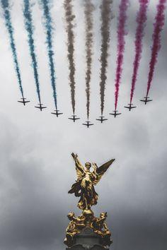mistergoodlife:   Flying over Buckingham Palace •...