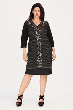 b31c6c1f9a33 Φόρεμα μίντι απο ελαστική ύφανση με πριντ στην μπροστινή όψη. Σε ίσια  γραμμή και 3 4 μανίκια. Ένα μοδάτο και ξεχωριστό κομμάτι στη ντουλάπα σας!  - Μαύρο