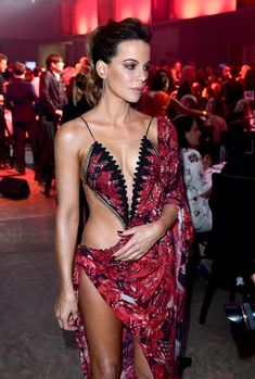 Kate Beckinsale - arriving at the 'GQ Men of the Year' Awards in London, September 2018 – Celeb Central Kate Beckinsale Hot, Kate Beckinsale Pictures, Beautiful Celebrities, Beautiful Actresses, Most Beautiful Women, Sexy Outfits, Sexy Dresses, Eliana, Gq Men