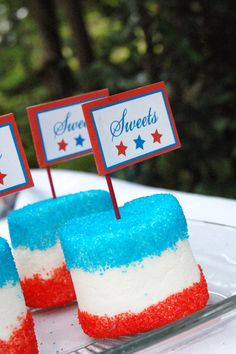 patriotic marshmallows!  Love to try this in red for Canada day