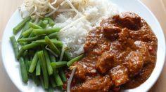 Wereld-Recepten: Indonesische kip in satesaus: een makkelijk gerecht van kip in een heerlijke pindasaus.