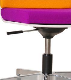 In allen Höhenlagen! Rauf, runter, von klein bis groß. Ein vernünftiger Stuhl, der hält was er verspricht und lange im Kinderzimmer wohnen wird. Höhenverstellbarkeit ist da die kleinste Voraussetzung.