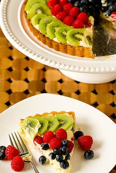 Fruit Tart with Pastry Cream Delicious fruit tart! (Tried this recipe Sunday - it was as delish as it is pretty! (Tried this recipe Sunday - it was as delish as it is pretty! Fruit Recipes, Sweet Recipes, Dessert Recipes, Cooking Recipes, Dishes Recipes, Summer Recipes, Delicious Fruit, Yummy Food, Tasty