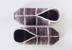 Slip Into Comfort With These Cozy 13 Slipper Knitting Patterns Felted Slippers Pattern, Soft Slippers, Knitted Slippers, Knitting Socks, Hand Knitting, Knitting Patterns, Knitting Basics, Knitted Flowers, Quick Knits