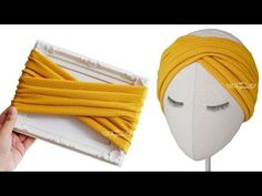 Learn how to make criss cross headband with this twist headband tutorial. This DIY twist headband or DIY criss cross headband is very easy and fun to make. Turban Headband Tutorial, Diy Headband Holder, Ear Warmer Headband, Headband Pattern, Twist Headband, Knot Headband, Headband Hair, Sewing Headbands, Fabric Headbands