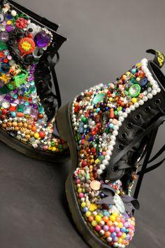 Doc Martins, look mosaic, customisé, perles, pierres, originalité, style créatif