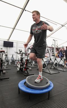 Chris Ashton Photos - Chris Ashton balances during the England training and weights session held at Pennyhill Park on July 2011 in Bagshot, England. Rugby Workout, Six Nations, Rugby Players, Kicks, England, Sporty, Training, Gym, Pictures