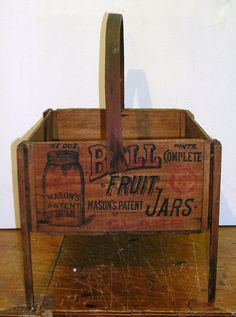This Ball Advertisement Wood Crate would be awesome to add to my - long standing - collection of jars. Vintage Crates, Vintage Bottles, Vintage Wood, Bottles And Jars, Glass Jars, Candle Jars, Mason Jar Kitchen, Ball Mason Jars, Old Wooden Boxes