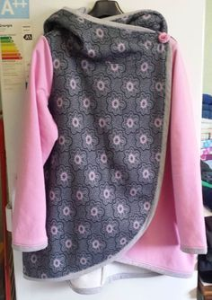 Free sewing pattern hooded jacket Hazel by Kostenloses Schnittmuster Kapuzenjacke Hazel von Le-Kimi www. Sewing Hacks, Sewing Tutorials, Sewing Projects, Sewing Patterns Free, Free Sewing, Pattern Sewing, Sewing For Kids, Baby Sewing, Sewing Clothes