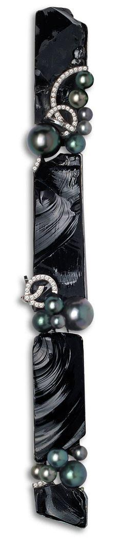 Thierry Vendome. Pendentif Constellation. Diamants, obsidienne, perles noires, or blanc.  (hauteur 25 cm) | LBV ♥✤