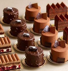 Skills Needed To Become A Patisserie Chef - Useful Articles Gourmet Desserts, Mini Desserts, Just Desserts, Delicious Desserts, Mini Dessert Recipes, Mini Cakes, Cupcake Cakes, Cup Cakes, Patisserie Fine