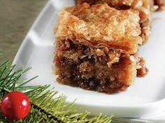 (μπακλαβάς) is a classic greek pastry made with flaky phyllo dough, that is layered with a cinnamon-spiced nut filling and bathed in sweet syrup. Greek Sweets, Greek Desserts, Greek Recipes, My Dessert, Dessert Recipes, Greek Pastries, Phyllo Dough, Cake Cookies, Cupcakes