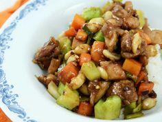 Sichuan chicken kung pao | Recept från Köket.se Kung Pao Recept, Kung Pao Chicken, Wok, Diy Crafts To Sell, Broccoli, Food And Drink, Baking, Ethnic Recipes, Danish