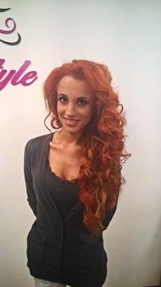Vlny žehličkou na dlouhých měděných vlasech. / Big waves hairstyle. Red hair.