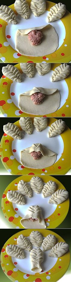 Leaf shaped empanadas for earth day, I am thinking. Bread Shaping, Bread And Pastries, Food Decoration, Snacks, Food Humor, Creative Food, Food Inspiration, Love Food, Food To Make