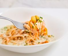 Diese Woche habe ich literally eines der besten Rezepte meines Lebens gemacht. Low carb, aber definitiv nicht low fat 😂Karottenspaghetti mit Erdnusssauce sind super einfach, wenn man einen Spiralizer oder etwas vergleichbares besitzt. Denn ohne viel Schnickschnack hat man im Handumdrehen gesunde Gemüse-Pasta, von der man viel Essen kann und irgendwann satt ins Bett rollt.… Der Beitrag Karottenspaghetti mit Erdnusssauce erschien zuerst auf Pipifein. Spaghetti, Pasta, Ethnic Recipes, Food, Carrots, One Day, Super Simple, Browning, Meal