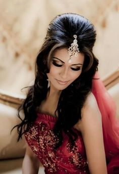 More click [.] Stylish Wedding Hairstyle Ideas Indian Bride Lehenga Long Indian Wedding Hairstyle The Right Hairstyles Hairstyles For Indian Wedding 20 Showy Bridal Hairstyles Bridal Hairstyle Indian Wedding, Indian Wedding Makeup, Wedding Guest Hairstyles, Indian Bridal Hairstyles, Bridal Updo, Bride Hairstyles, Trendy Hairstyles, Hair Wedding, Wedding Nails