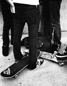 Find some homies and skate Skate Extreme, Skater Kid, Skate Boy, Skate Street, Black And White Love, Boys Life, Oh Deer, Longboarding, Roller Skating