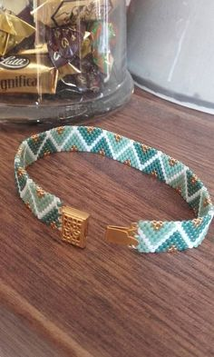 NEW FOR 2017 Small bracelet with bright and triangular pattern Loom Bracelet Patterns, Bead Loom Patterns, Bead Loom Bracelets, Bead Embroidery Jewelry, Beaded Jewelry Patterns, Seed Bead Jewelry, Bead Jewellery, Loom Bracelets, Macrame Bracelets