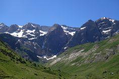 Cara norte de la Sierra de Tendeñera y refugio del Cantal