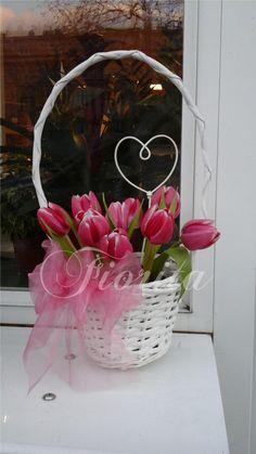 Tulipány Wreaths, Home Decor, Decoration Home, Door Wreaths, Room Decor, Deco Mesh Wreaths, Home Interior Design, Floral Arrangements, Garlands