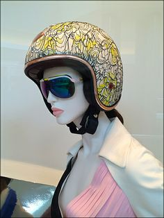 Dior Vespa Fashion Helmets for Scooters – Fixtures Close Up Vespa Scooters, These Girls, Helmets, Eyewear, Dior, Cosplay, Model, Retail, Halloween