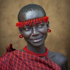 Miss Domoget, Bodi Tribe Woman with Headband, Hana Mursi, Omo Valley, Ethiopia photo: Eric Lafforgue Eric Lafforgue, Cultures Du Monde, World Cultures, African Tribes, African Women, African Girl, Black Is Beautiful, Beautiful People, Foto Face