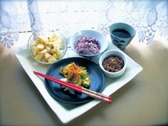 an inspiration of OKINAWA-n breakfast.  Goya plant  omlet, natto, unpollished rice, apple with brown sugar& syrup. full of vitamins!  早起きしたので、  ゆったりと朝食を。 沖縄をイメージしたビタミンたっぷりのメニューになりました♪ ゴーヤとニンジンのオムレツ、納豆、黒米、デザートに黒糖リンゴを。 汁物があればバッチリだったかな? 食後のコーヒーを添えて。