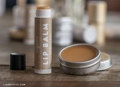 Most Chosen DIY lip balm recipes. Homemade Lip Balm, Diy Lip Balm, Homemade Deodorant, Homemade Vanilla, Lip Balm Recipes, Organic Lip Balm, Lipgloss, Lipstick, Homemade Cosmetics