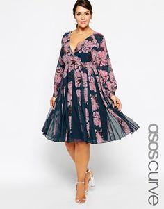 Vergrößern ASOS CURVE – Ausgestelltes Kleid mit Einsatz und hübschem Blumenprint