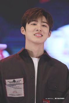Those glassy eyes tho Yg Ikon, Kim Hanbin Ikon, Ikon Kpop, Chanwoo Ikon, Pop Bands, Yg Entertainment, Ikon Instagram, K Pop, Ikon Leader