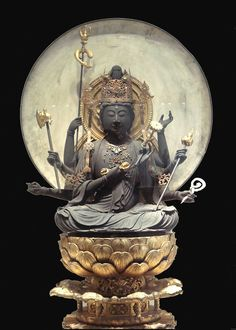 Daizuigu Mahapratisara Bodhisattva is a Bodhisattva belonging to the Mahayana and Vajrayana sects. She is sometimes presented as the consort of Vairocana. Guimet Museum.