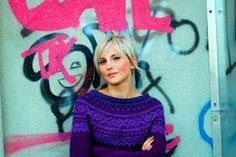 Flotte farver til en Marius-genser Ski Sweater, Yarn Projects, Crochet Yarn, Ravelry, Red And Blue, Crochet Earrings, Tie Dye, Knitting, Sewing