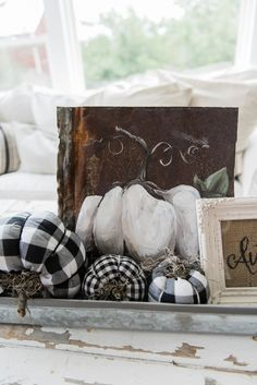 I just LOVE this fall coffee table centerpiece. Fall Home Decor, Autumn Home, Coffee Table Centerpieces, Centerpiece Ideas, Burlap Art, Seasonal Decor, Holiday Decor, Winter Decorations, Happy Fall Y'all