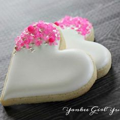 White heart with hot pink sprinkles. Sprinkles from White heart sprinkled with pink. Sprinkles of Link Valentine's Day Sugar Cookies, Fancy Cookies, Iced Cookies, Cut Out Cookies, Yummy Cookies, Cupcake Cookies, Heart Cookies, Cookie Favors, Flower Cookies