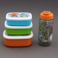 Lot 3 boites à goûter ou déjeuner et gourde sans BPA Monstres Tyrrell Katz. Tout ce qu'il faut pour le déjeuner ou le goûter à l'école. Boite et gourdes garanties sans BPA. http://www.lilooka.com/dehors/gourdes-et-boites-enfants-sans-bpa/lot-boites-a-gouter-dejeuner-et-gourde-monstres-sans-bpa-tyrrell-katz-enfants-1.html