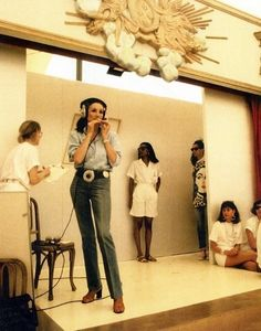 Jacqueline de Ribes presenting her fashion collection, 1986.