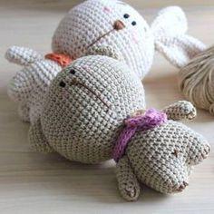 Bản quyền Mẫu thiết kế này thuộc quyền sở hữu của Len Lẻn Lèn Len và chỉ được sử dụng cho mục đích cá nhân. Bạn có thể bán sản phẩm đã hoàn thành sử dụng mẫu thiết kế này nhưng phải ghi rõ m… Crochet Doll Pattern, Crochet Toys Patterns, Stuffed Toys Patterns, Crochet Crafts, Crochet Dolls, Doll Patterns, Crochet Projects, Free Crochet, Crochet Baby