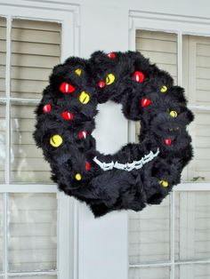 #Halloween How-To:  Monstrous welcome>> http://www.hgtv.com/handmade/10-creep-tastic-halloween-wreaths/pictures/page-4.html?soc=pinterest