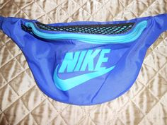 vintage fanny pack @Kasey Collins Collins Fry this would be a perfect Christmas present *hint