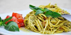 Creamy Avocado Pasta with Basil and Tomatoes | Gluten-Free!