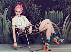 Mix match color, animal, flower and psychedelic 70s prints and you'll be at the top of the trends. Might be hard to pull off, but I'm sure some of you can do it easily! Here is a gorgeous editorial...