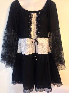 Nuevo diseño de mi colección en negro. Vestido combinado con beige.